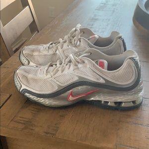 Nike Reax Woman's Sneakers Size 9